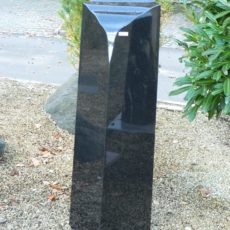 0765 Oberteil Indish Black Poliert Form 1272 25x25x105cm