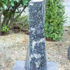 0766 Stele Duke Black Poliert Form URST 31 20x20x80cm