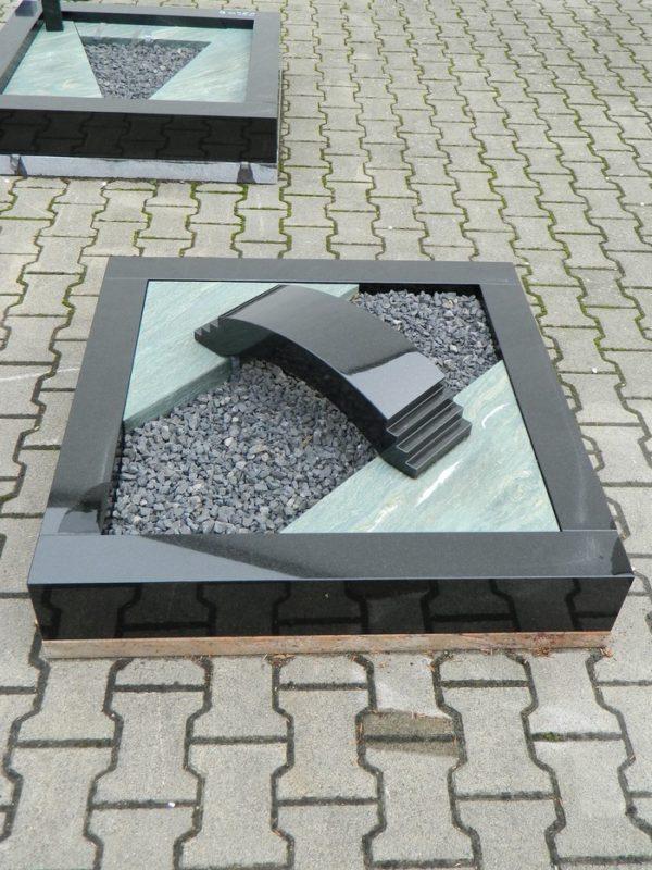 90288 Urnengrab Indish Black Dorfer Grün Form 242 19cm