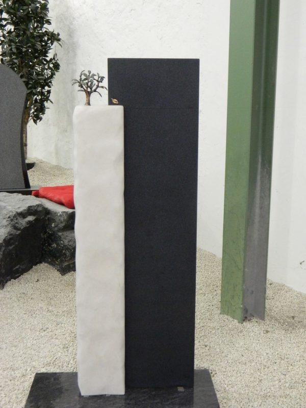 SF 0073 Oberteil Gohara Limestone Indish Black Form SF 2018.03 17x17x102cm 30x12x117cm